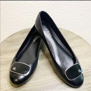 Ralph Lauren flats in black color.